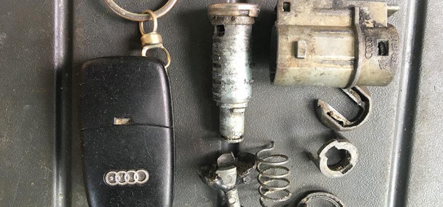 Audi А6 С5 2000 года – ремонт замка двери
